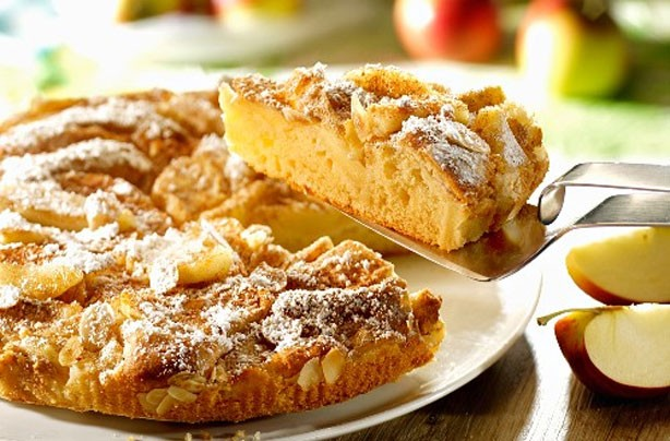 apple-and-almond-sponge